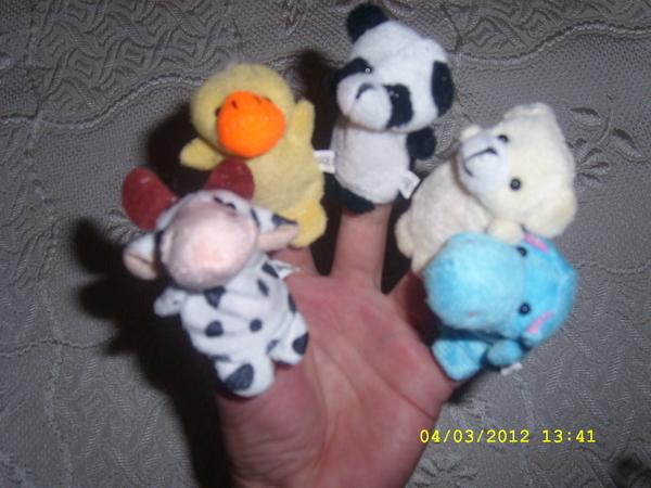 Нови играчки, които се слагат на ръка fibs_SL278419.JPG Big