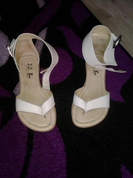 чудесни сандалки в бяло и златисто mimito8_24438621_2_800x600.jpg Big